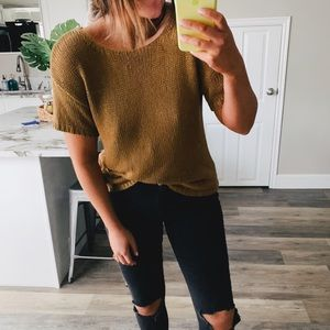 Knitted short sleeve blouse